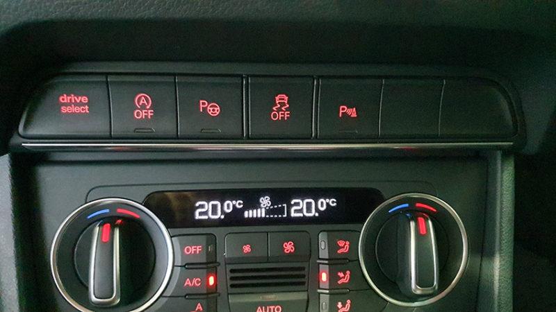 Panel Audi Q3